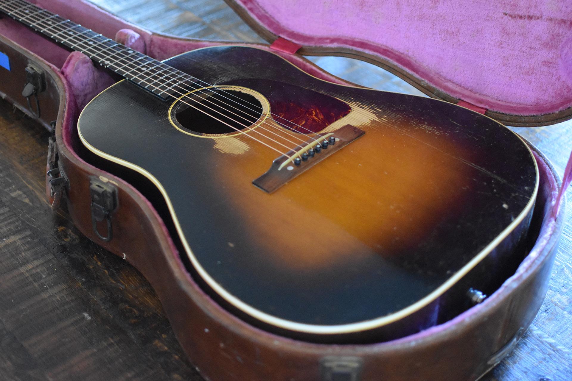 1952-Gibson-J-45