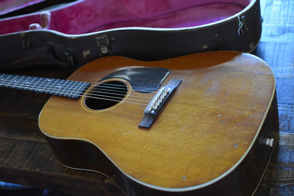 1952-Gibson-J-50-3